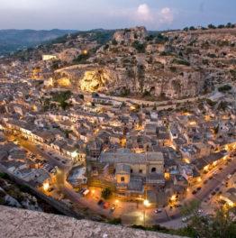 Economia siciliana in difficoltà.  Il settore turistico come possibile via di uscita?